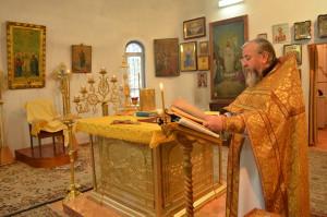 о. Иоанн в алтаре